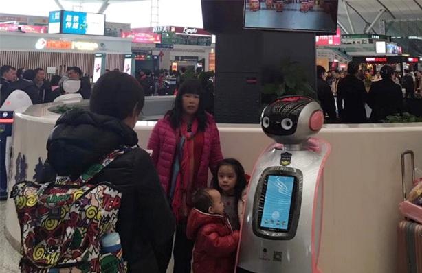 深セン北駅ロボット