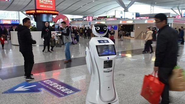 深セン北駅ロボット2
